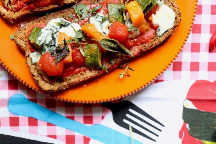 ricetta-bruschette-pomodoro-roquefort