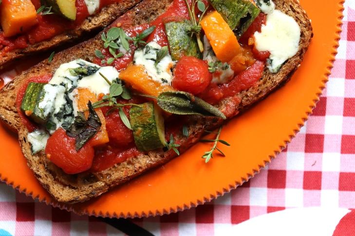 ricetta-bruschette-roquefort-pomodori