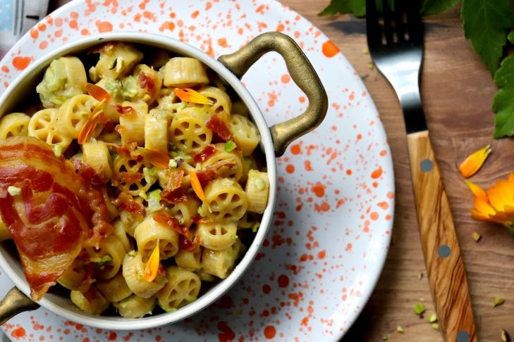 ricetta-pasta-di-zucca-con-pancetta-e-calendula