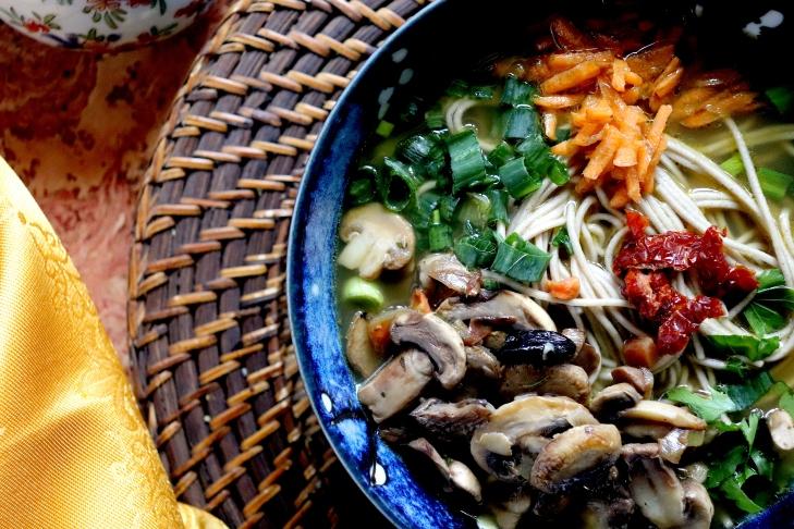 Noodles-al-curry-verde