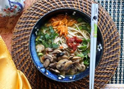 Noodles-aglio-nero-ricetta